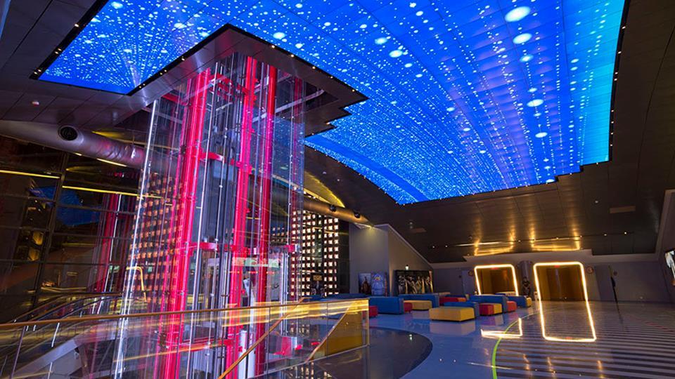 LEDビジョンの形状を場所、演出に合わせて曲げたり立てたりボール型にしてみたりなど、ご要望通りに設置できます。